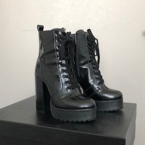 Steve Madden Lear Lace Up Boot